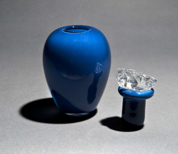 Blue crystal contemporary urn for ashes with lid - detail